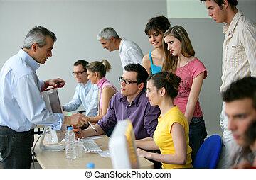 businesspeople, ligado, um, educação, treinamento