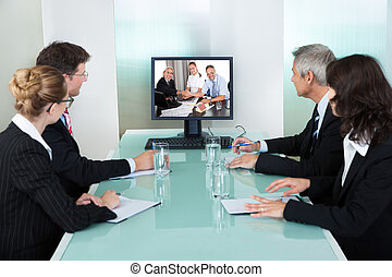 businesspeople, mirar, un, en línea, presentación
