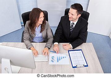 businesspeople, pracujący, biuro