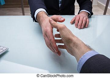 businesspeople, secousse, deux mains