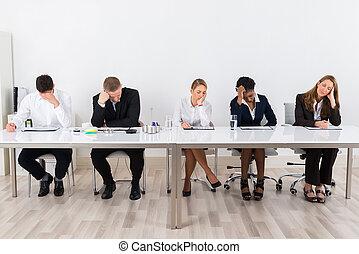 businesspeople, seduta, fila
