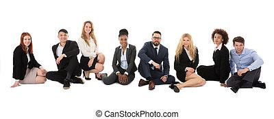 businesspeople, sentado, blanco, plano de fondo