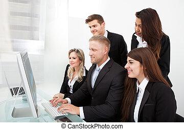 businesspeople, usando, pc tavolo