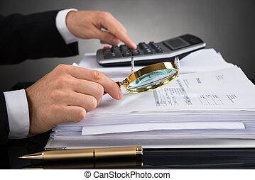 businessperson, átvizsgálás, számla, noha, nagyító