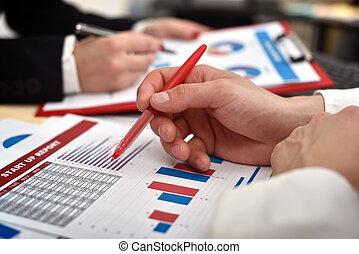 businessperson, con, avviare, relazione