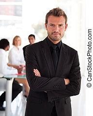 businessperson, joven, simpático