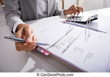 businessperson, számítás, műsorra tűz, alatt, hivatal