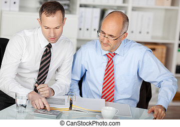 businesspersons, discuter, deux