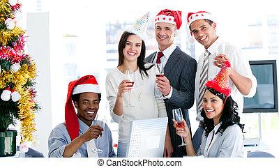 businessteam, feiern von weihnachten