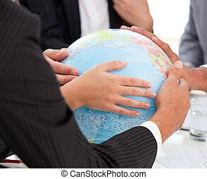 businessteam, globo, terrestre, primer plano, conmovedor, ...