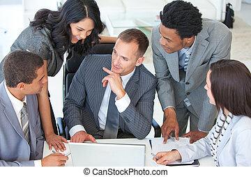 businessteam, sobre, hablar, proyecto, oficina