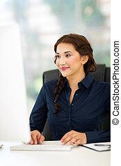 businesswomam, bureau fonctionnant