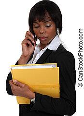 businesswoman, belangrijk, roepen, vervaardiging