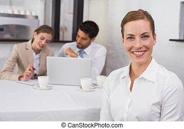 businesswoman, collega's, vergadering, kantoorbureau