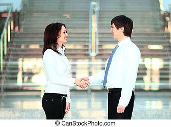 businesswoman, en, klant, handshaking