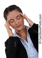 businesswoman, haar, het kanaliseren, gedachten