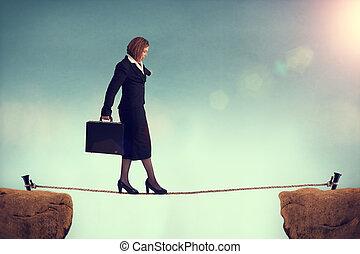 businesswoman, het in evenwicht brengen, op, een, tightrope
