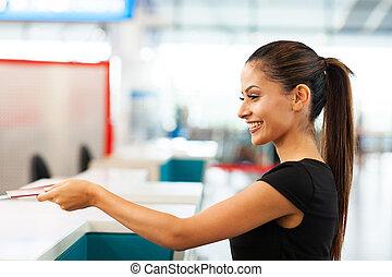 businesswoman, het overhandigen, ticket, lucht