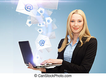businesswoman, holde, laptop, hos, email, tegn