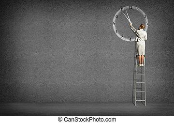 businesswoman, klok, geverfde, op, de muur