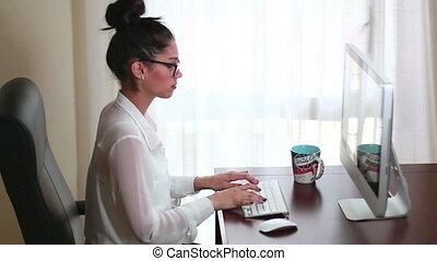 Businesswoman Office Working 02