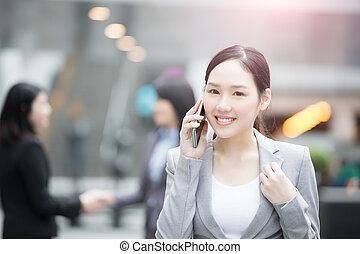businesswoman, praat aan de telefoon
