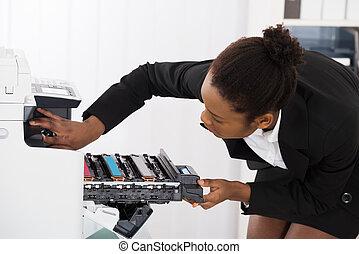 businesswoman, repareren, photocopy machine