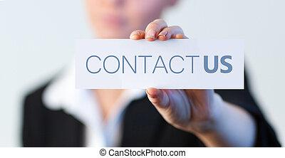 businesswoman, vasthouden, een, etiket, met, contacteer ons,...