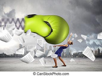 businesswoman, vecht, met, boksende glove