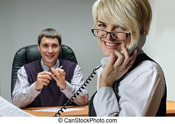 businesswoman, werkende, boeiend, telefoon