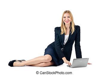 businesswoman, zitten op vloer, met, draagbare computer