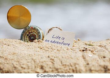 busola, w piasku, z, wiadomość, -, życie, jest, na, przygoda