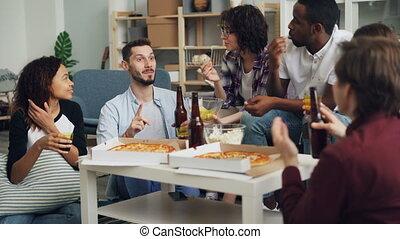 butelki, dziewczyny, partying, jedzenie, dom, clinking, ...
