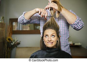 butik, kvinna, frisör, nervös, långt hår, klippande