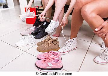 butik, Tonårig, skor, avbild, flickor, Beskuren,  sports, försökande