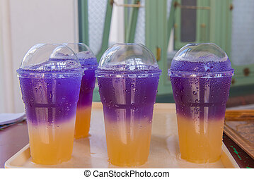 Butterfly pea juice with soda Soft drinks in plastic cups.