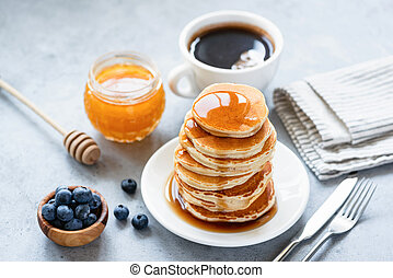 Buttermilk pancakes with honey
