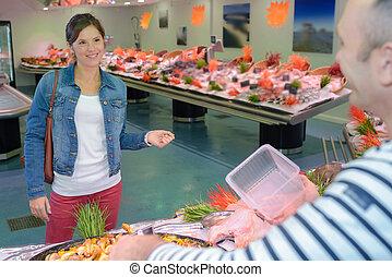 buying fresh seafood