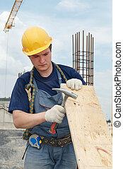 byggmästare, arbete, med, hammare, och, kryssfaner