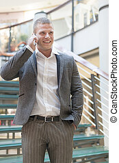 byggnad, affärsman, smartphone, talande, affär