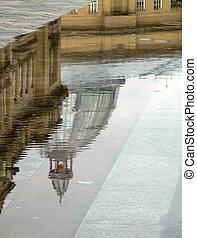 byggnad, reflexion, in, vatten, slå samman