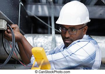 câble, intérieur, mesurer, électricien, plafond, tension