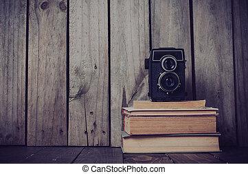câmera, livros, pilha