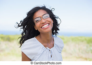 câmera, mulher sorridente, casual, bonito