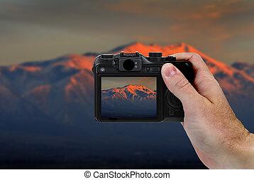câmera, quadro, de, montanhas, em, pôr do sol
