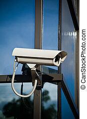 câmera segurança, anexado, ligado, negócio, predios, com, reflexões