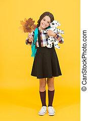 cão, school., criança, interessante, outono, jogo, creche, macio, pequeno, pequeno, feliz, aprender, aprendizagem, brinquedo, play., leaves., ter