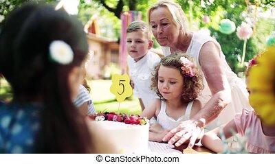 célébration, jardin, été, anniversaire, concept., fête, dehors, petit, girl