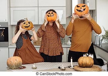 célébration, maison, fille, halloween, famille, père, mère, heureux