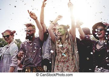 célébrer, amis, groupe ensemble, fête